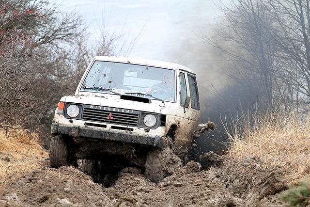 640px-Pajero_in_offroad